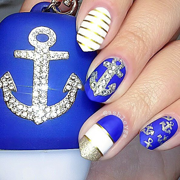 Chic-Nautical-Nail-Art